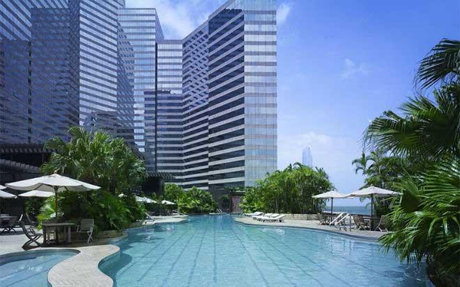 grand-hyatt-hong-kong-swimming-pool