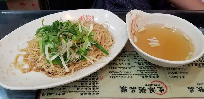 vegetarian food local hong kong restaurant lo mein noodles