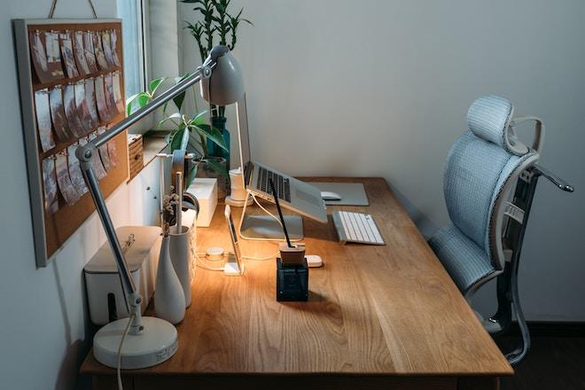 computer monitor - desk posture