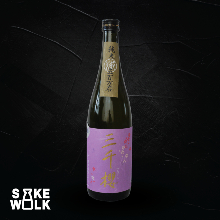 Michizakura Junmai Ginjo Fukurtsuri is a sake with rich flavor on both aroma and palate by collecting free run drop during staining