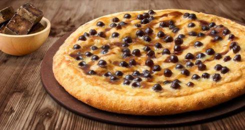 black sugar bubble tea pizza
